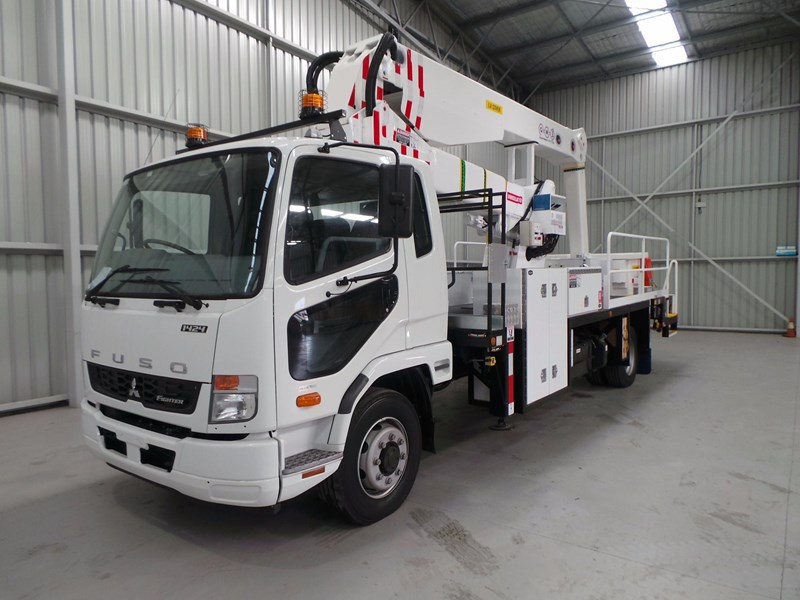 fuso fighter 1424 430874 003