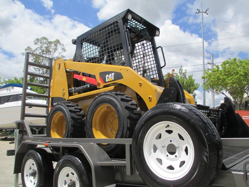 interstate trailers 4.5 ton plant trailer + caterpillar 216b.3 cat 216.b3 skid steer loader  [mcombo] [attrail] 234616 006