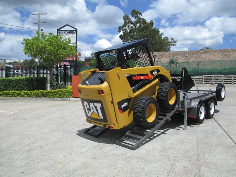 interstate trailers 4.5 ton plant trailer + caterpillar 216b.3 cat 216.b3 skid steer loader  [mcombo] [attrail] 234616 008