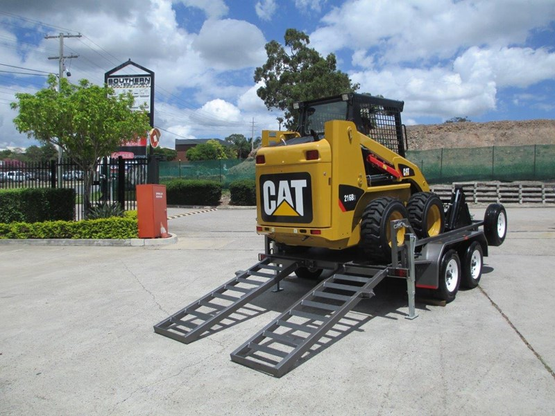 interstate trailers 4.5 ton plant trailer + caterpillar 216b.3 cat 216.b3 skid steer loader  [mcombo] [attrail] 234616 009