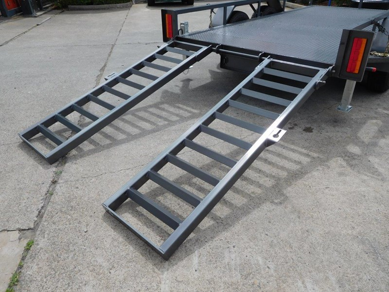 interstate trailers 4.5 ton plant trailer + case sr130 311887 012