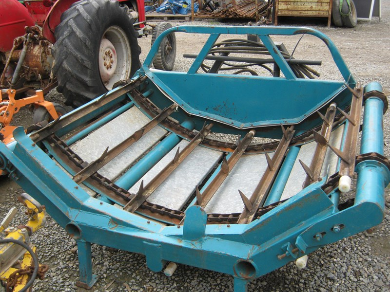 custom round bale feed out with forks 433053 001
