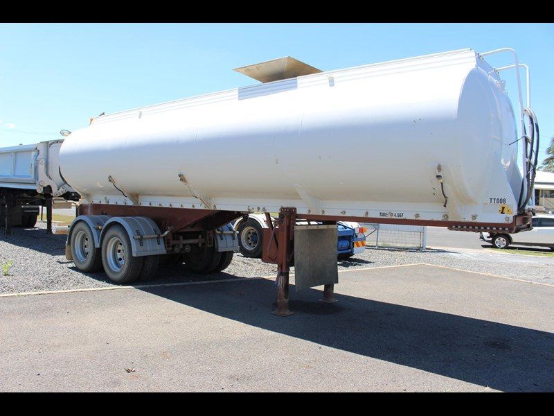 highgate tandem axle water tanker 433114 021