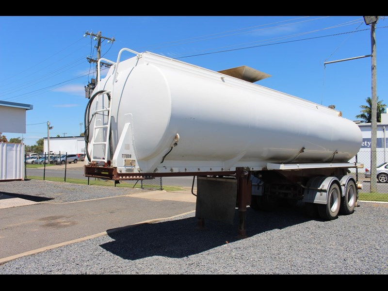 highgate tandem axle water tanker 433114 027