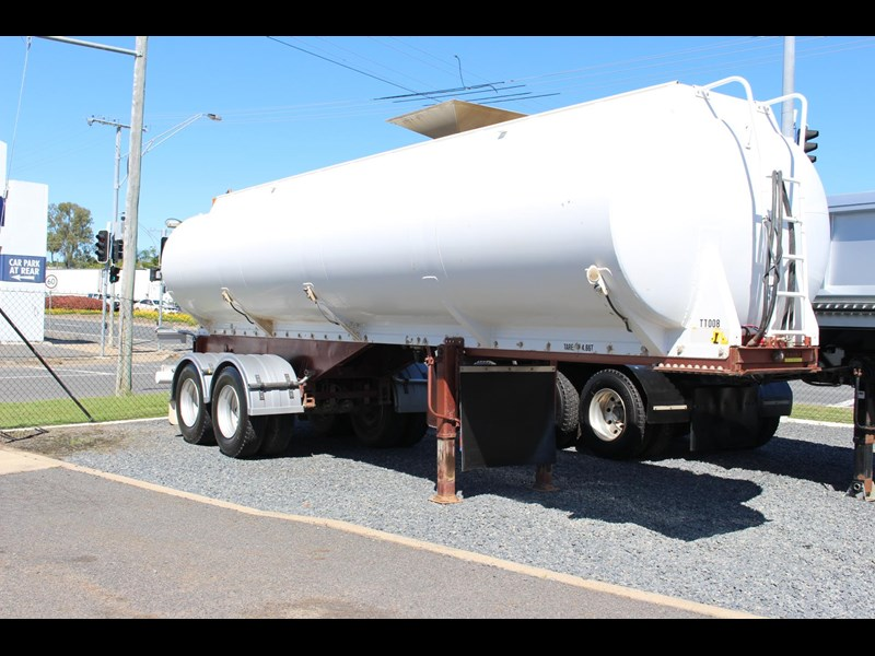 highgate tandem axle water tanker 433114 015