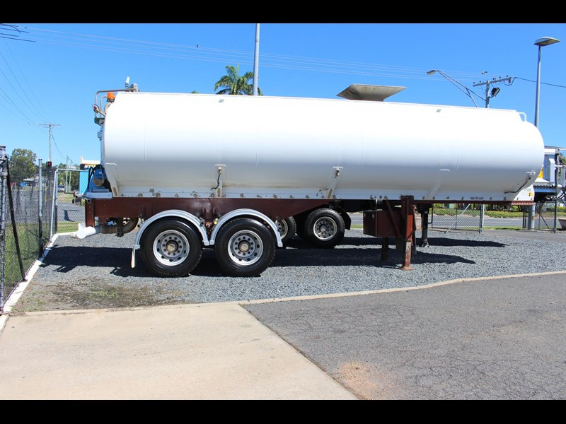 highgate tandem axle water tanker 433114 011