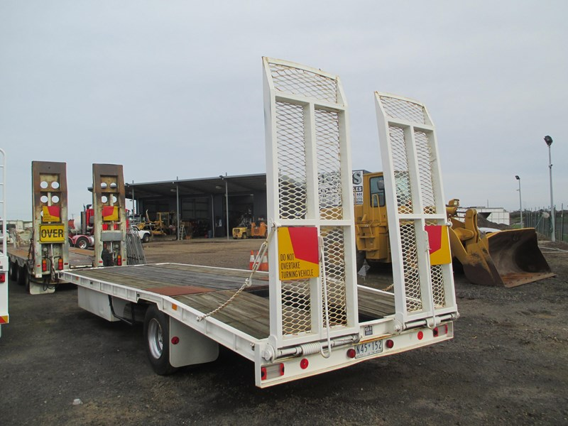 tag-a-long trailer with beaver tail 433519 002