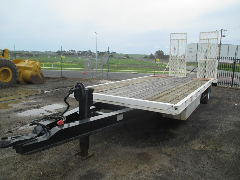 tag-a-long trailer with beaver tail 433519 004