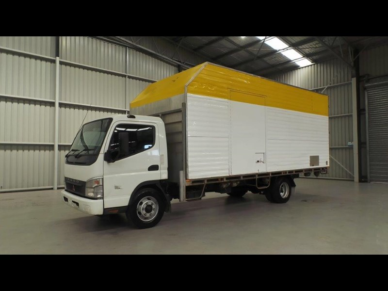 fuso canter 425808 001