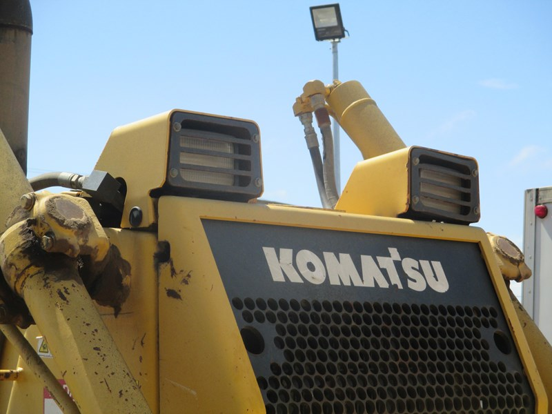 komatsu d65ex-15 dozer (also available for hire) 434804 027