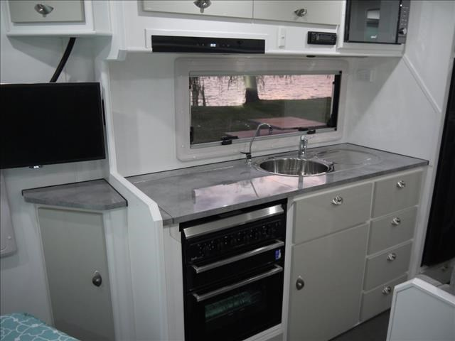 masterpiece caravans performance   19ft c/door 435459 019