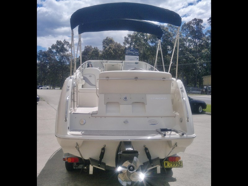 stingray 240cs cabin cruiser 435578 007