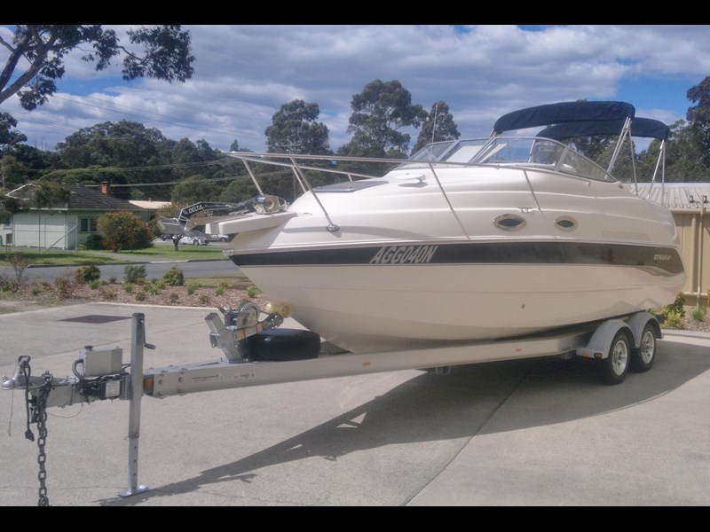 stingray 240cs cabin cruiser 435578 009