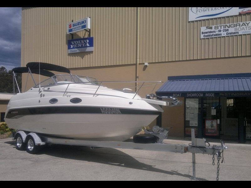 stingray 240cs cabin cruiser 435578 003