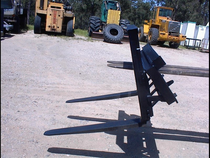 unknown pallet forks to suit skid steer 435803 005