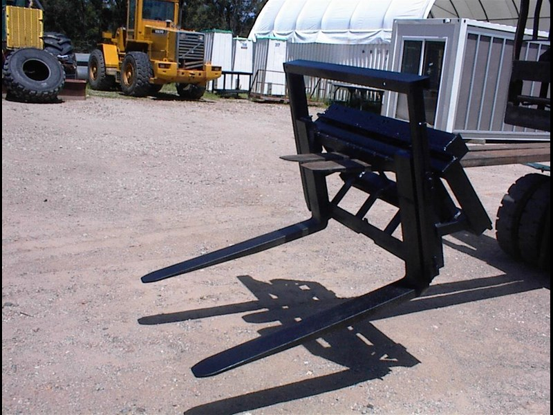 unknown pallet forks to suit skid steer 435803 007