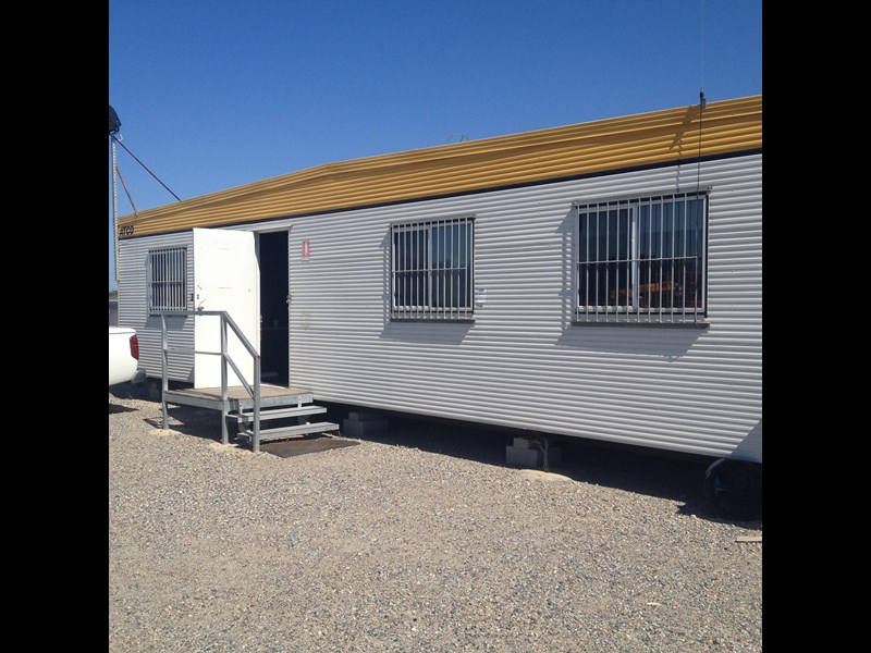atco 12m x 9m transportable office complex (3 off 12 x 3 sections) 436549 001