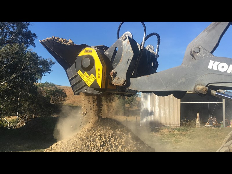 mb l-140 skid/loader crusher bucket by boss attachments 347350 001