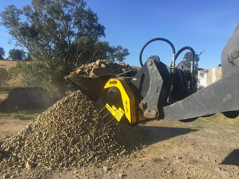 mb l-140 skid/loader crusher bucket by boss attachments 347350 013