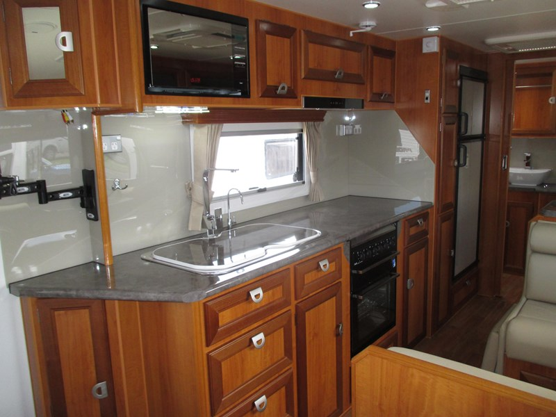 "traveller utopia 21'6"" off road caravan 436741 035"