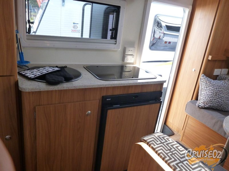 avan caravan aspire 499 caravan - family with bunks 374902 006
