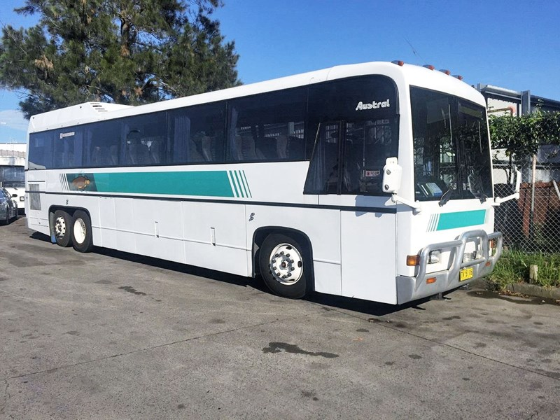 austral tourmaster dc122 tag axle coach, 1986 model 432913 001