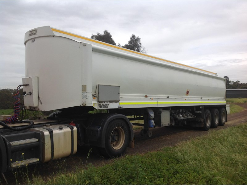 hockney triaxle fuel tanker with pump gear 435778 001