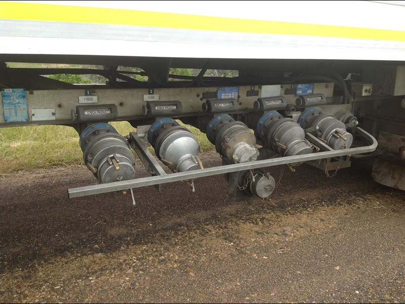 hockney triaxle fuel tanker with pump gear 435778 029