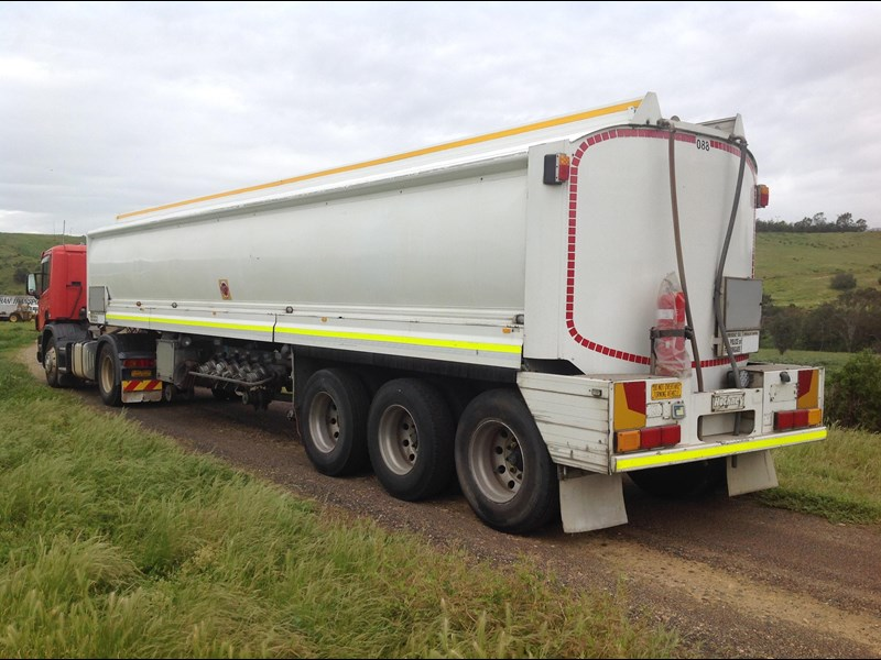 hockney triaxle fuel tanker with pump gear 435778 031