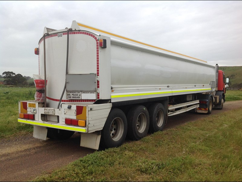 hockney triaxle fuel tanker with pump gear 435778 033
