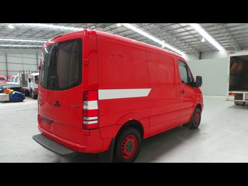 mercedes-benz sprinter 311 cdi 431953 011