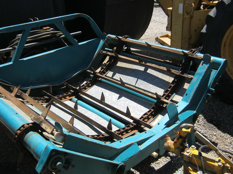 custom round bale feed out with forks 433053 005