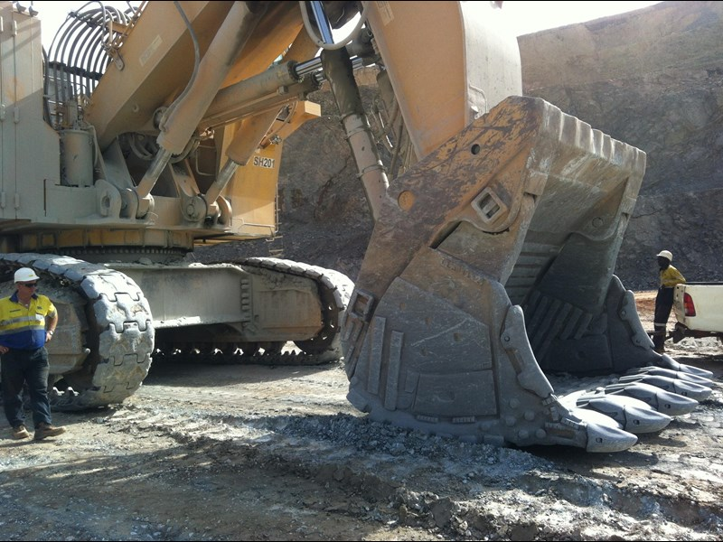 boss attachments boss italia 100-150 ton mine spec rock buckets 447410 021