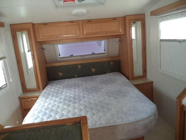 cruiser rv custom (combo shower/toilet) queen bed 411413 021