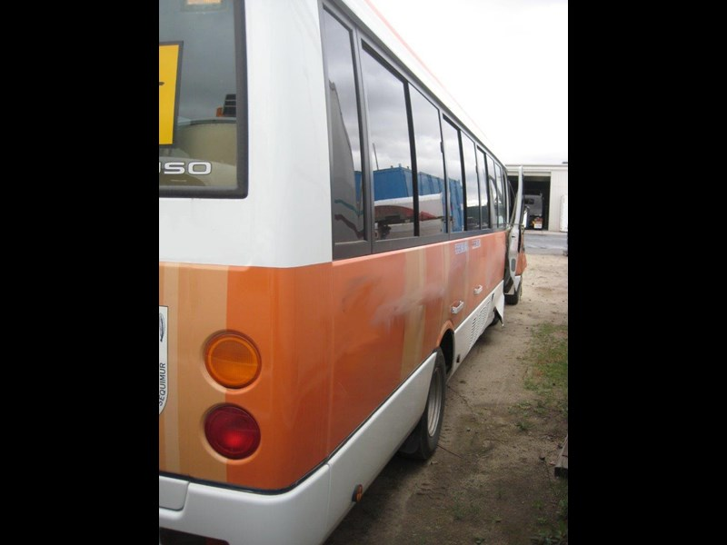 mitsubishi rosa buses various years & models - now wrecking 451578 017