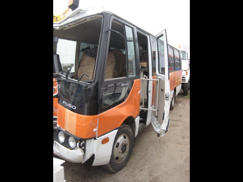 mitsubishi rosa buses various years & models - now wrecking 451578 023