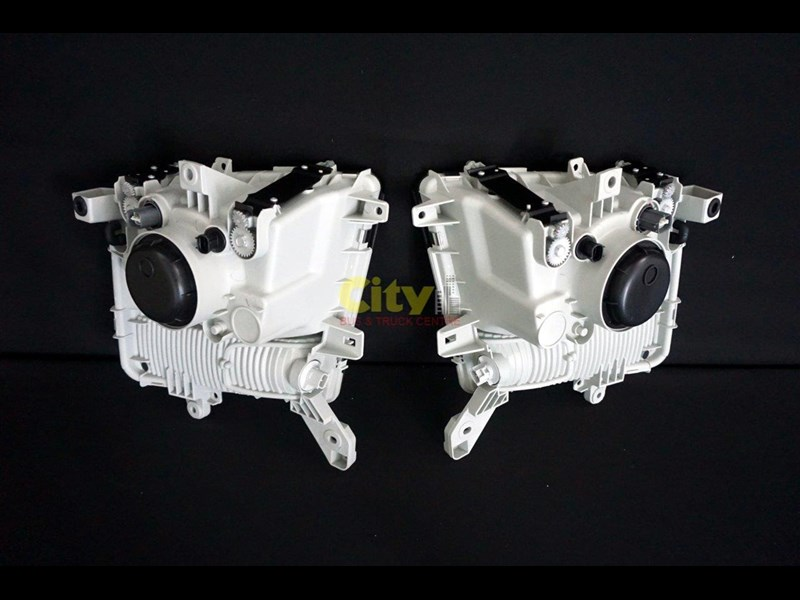 headlights suit mitsubishi fighter 2008 model onwards 452240 021
