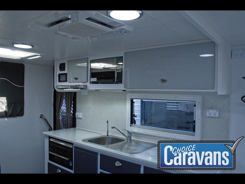 retreat caravans fraser 210r 453183 025