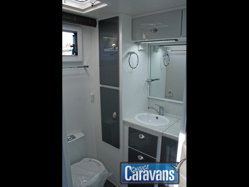retreat caravans fraser 210r 453183 043