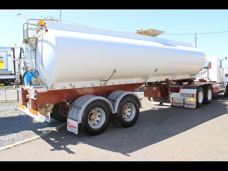 highgate tandem axle water tanker 433114 001