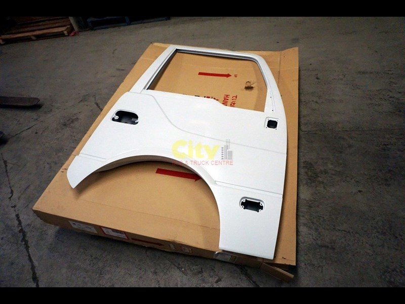 genuine mitsubishi rosa drivers door 454641 003