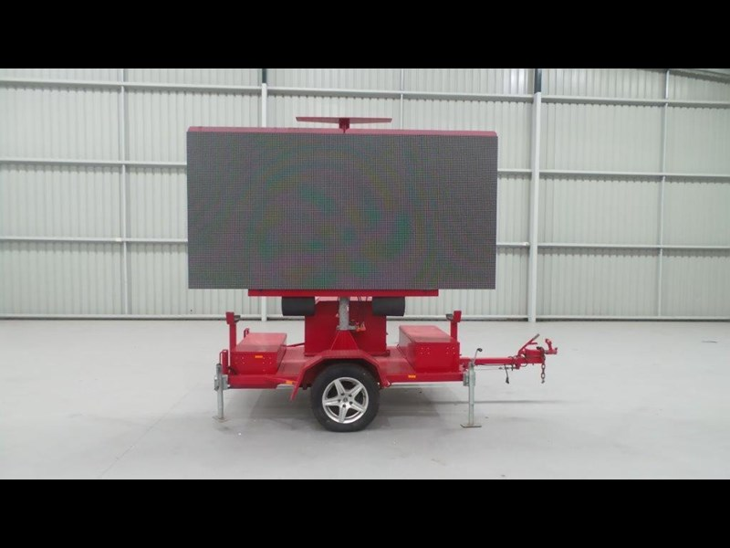 mak trailers variable message board 456100 003