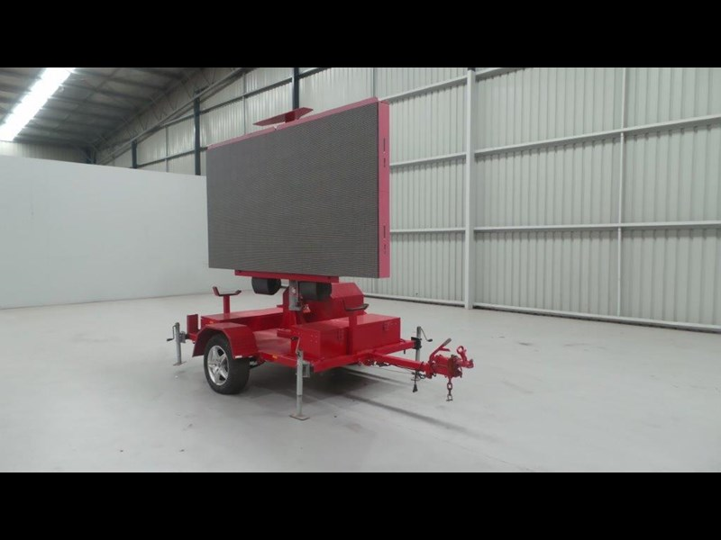 mak trailers variable message board 456100 005