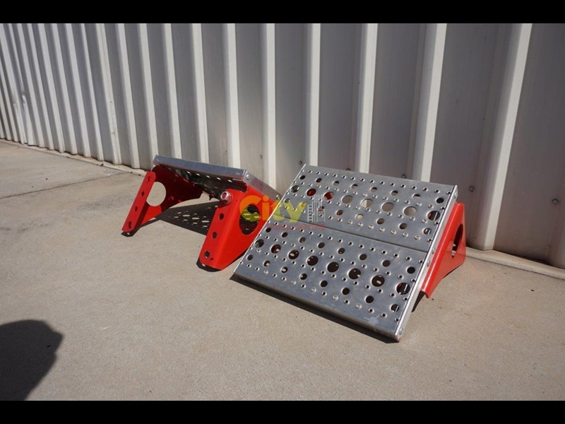 other chassis steps - excellent condition. 457797 013