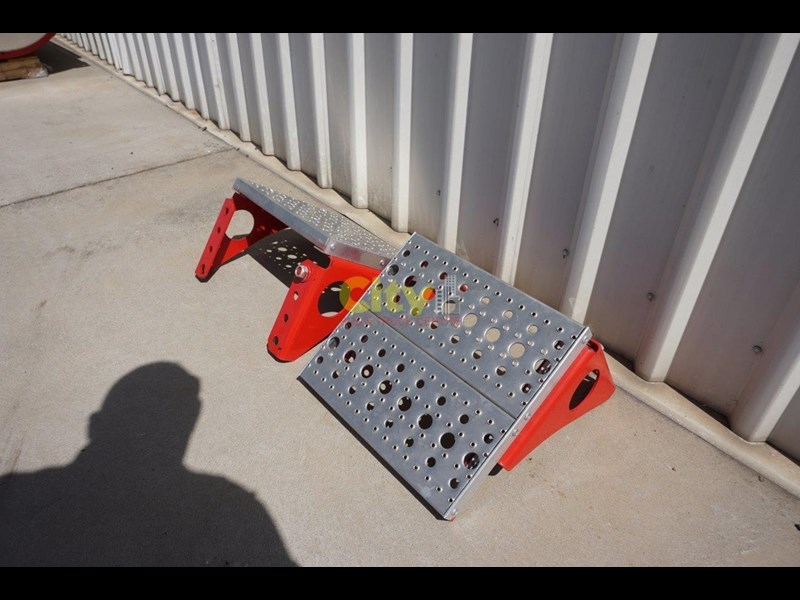 other chassis steps - excellent condition. 457797 015