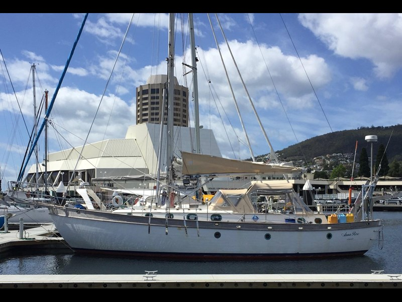 young sun 43 staysail cutter 459578 007