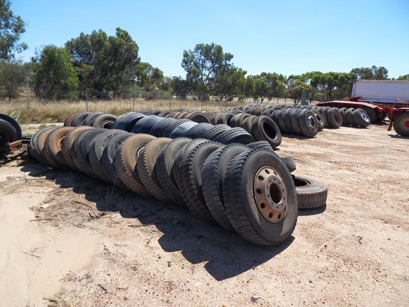 various truck & trailer rims and tyres 461306 003