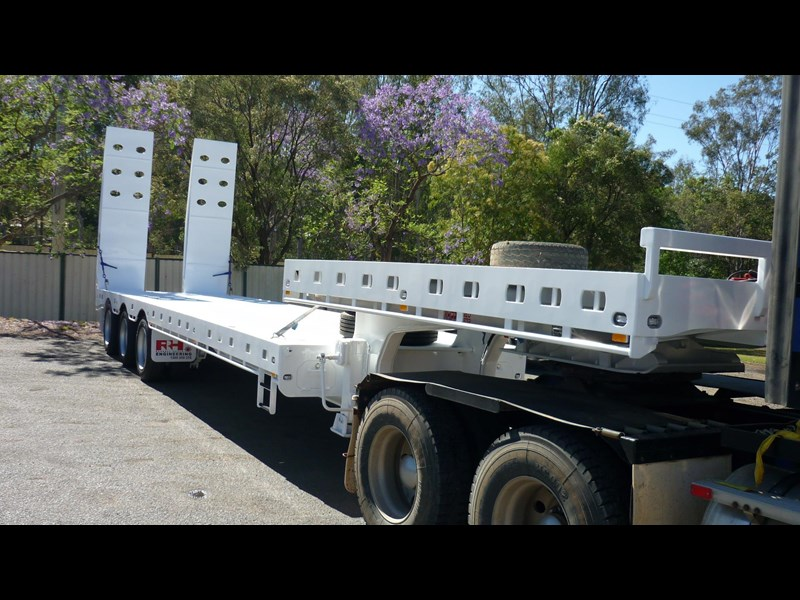 russell heale tri axle drop deck price excludes gst 461323 003