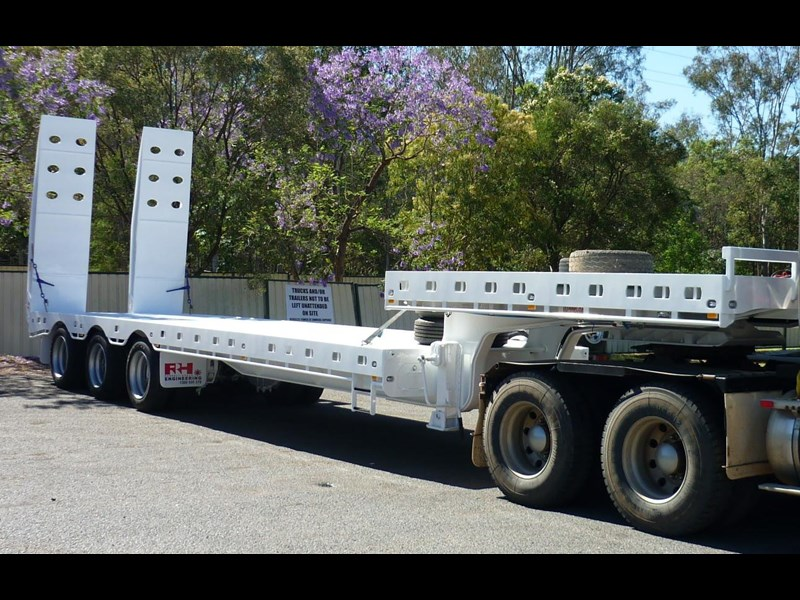 russell heale tri axle drop deck price excludes gst 461323 021