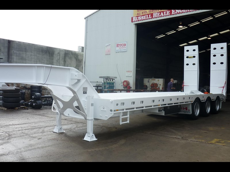 russell heale tri axle drop deck price excludes gst 461323 023